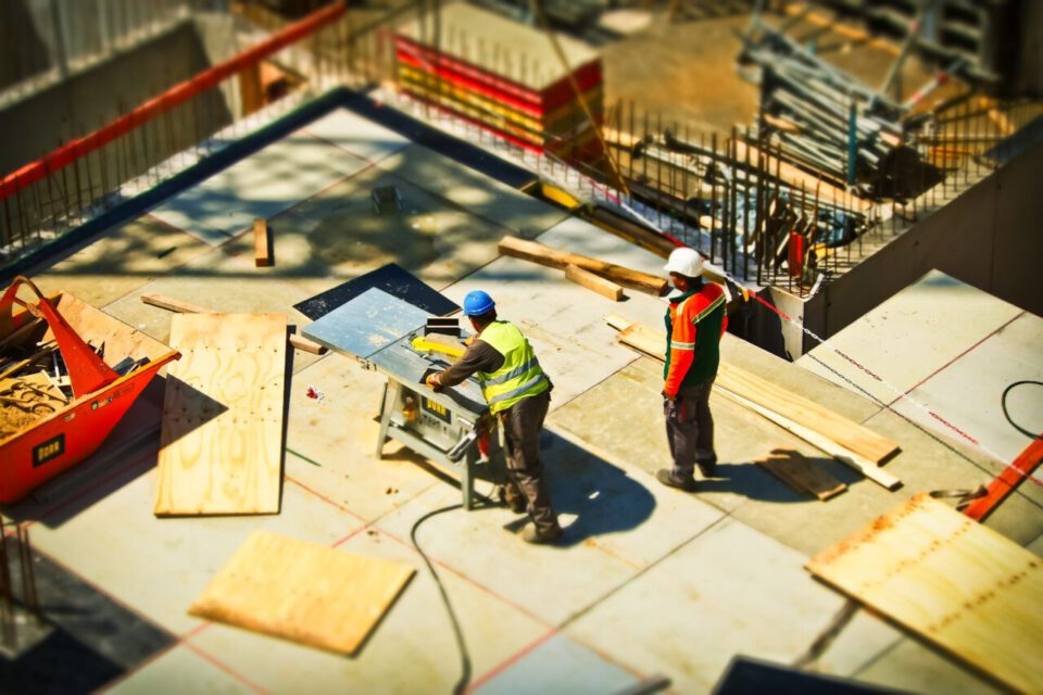 Wypożyczanie sprzętu budowlanego – czy się opłaca?